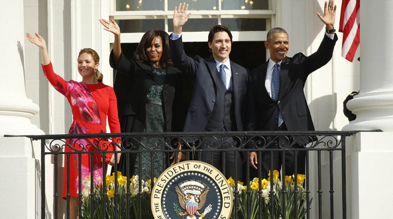 U.S. President Barack Obama (R), Canadian Prime Minister Justin Trudeau, U.S. first lady Michelle Obama and Sophie Gregoire Trudeau (L) pose from a balcony as they take part in an arrival ceremony for the Trudeaus at the White House in Washington March 10, 2016. REUTERS/Kevin Lamarque - RTSA70R