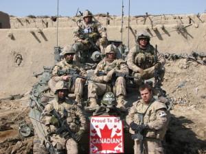 یک دسته از نیروهای نظامی کانادا در جنوب افغانستان 2006