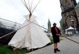 Indigenous protesters in Ottawa erect teepee1